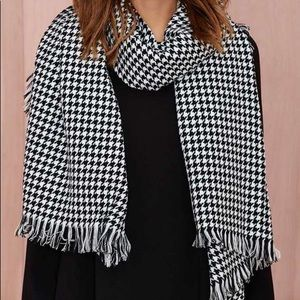 Nasty Gal Beulah Houndstooth Black/White Scarf